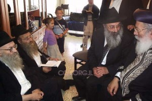 הרב עמאר ניחם את משפחת אזימוב בירושלים