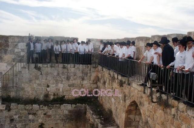 תלמידי בני-ברק בגיבוש רוחני בעיר העתיקה