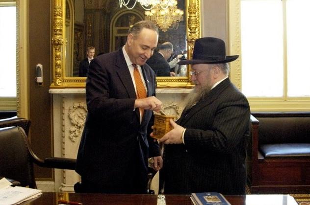ה'סנאט' האמריקאי נפתח בתפילה לכבוד הרבי
