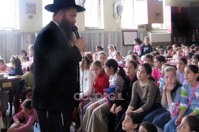 השליח הרב שמרלינג התוועד עם בנות 'בת מלך'