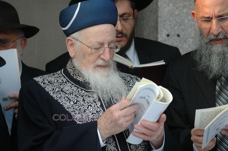 הרב מרדכי אליהו ביקר ב-ג' תמוז באהל הקדוש