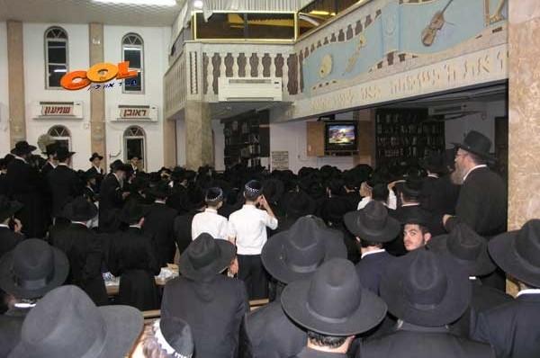 הקרנת וידאו נשים בבית הכנסת / מה דעתכם?