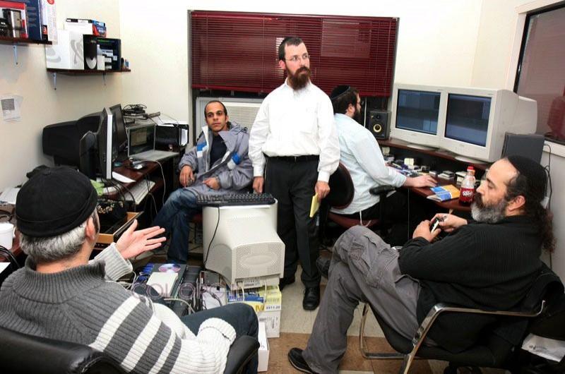 עובדים כל הלילה במשרדים המפיקים את ה'בנקעט'