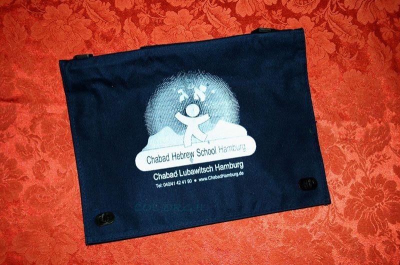 אלפי ילדים מאירופה יקבלו תיק עם לוגו בית-חב