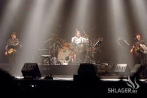 פאריז: שוואקי ריגש בשיר לזכר השלוחים