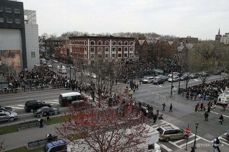 אלפים התאספו מול 770 לברכת החמה ● גלריית ענק