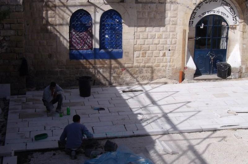 למרות הסיכומים: פורק ארון הקודש במניין חב
