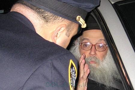 מה לחש מזכיר הרבי לשוטר הניו-יורקי?