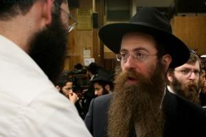 רק בישראל: ראיון עויין עם שליח חב