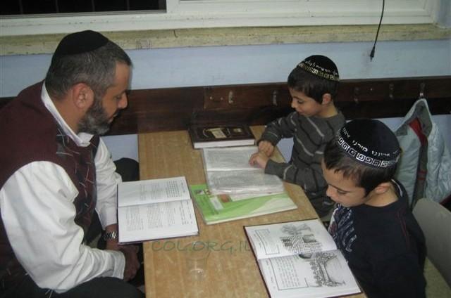 אבות ובנים בתלמוד תורה אהלי מנחם חב