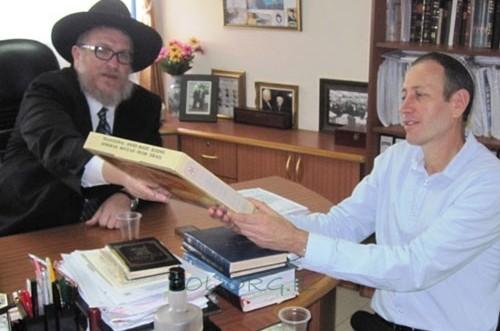 ראש עיריית עכו הגיע לבית חב