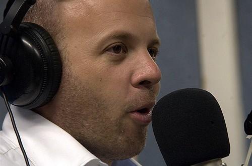 מנחם טוקר חזר לקול חי; יגיש בכל שבוע תוכנית מוזיקה