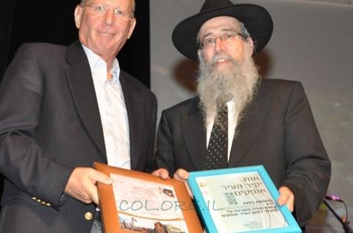 באירוע רב רושם: הוענק תואר 'יקיר העיר' לשליח חב