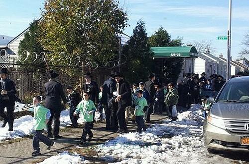 אחרי ההורים: ילדי השלוחים נשאו תפילה באוהל ● תמונות