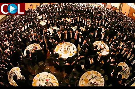 'הילטון' על הרגליים: צפו בריקוד אלפי השלוחים ● וידאו מרגש