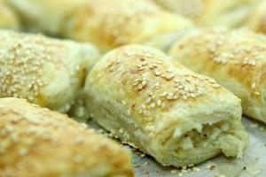 הרבנות הראשית: בורקס גבינה שאינו משולש עלול לסכן חיים