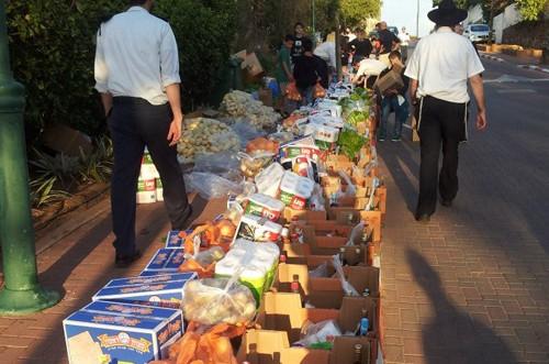 אבן יהודה: חניכי שבט הצופים סייעו באריזת סלי מזון לנזקקים
