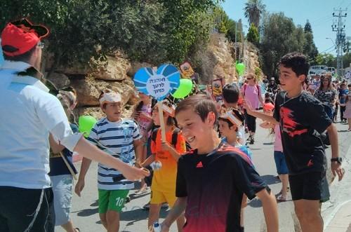 למרות החום והשרב הכבד: מאות צעדו באלפי מנשה
