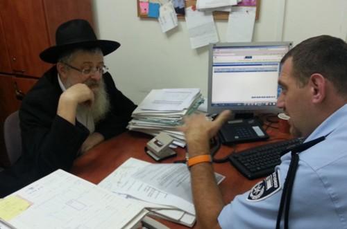 הרב יורקוביץ' הגיש תלונה במשטרה: זייפו את מכתבי