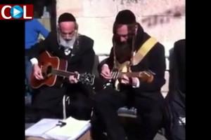 האחים גת מבצעים את 'ארבע בבות' ● צפו בוידאו
