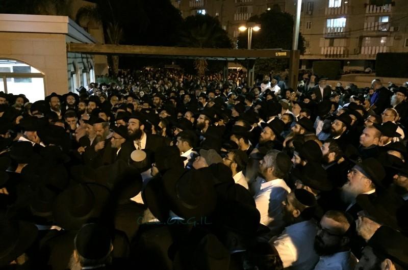 מאות בהלווית מרת הניה רבקה רסקין ע
