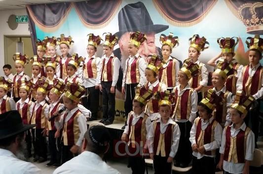 ת''ת חב''ד נתניה: מסיבת חומש מרגשת לילדי כיתה א'