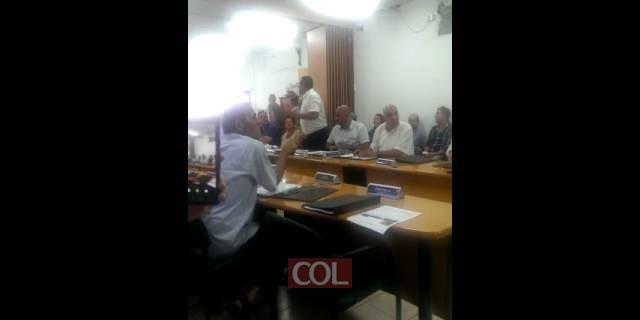 חברי מועצה ערבים בלוד בישיבה על השריפות המזהמות