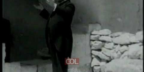 יוסלה רוזנבלט בקברה של רחל אמנו