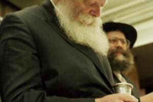 חשיפה מכלי ראשון: השליח התרפא באופן ניסי • צפו בוידאו
