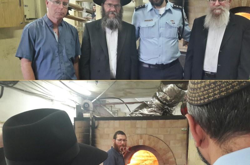 רב המשטרה ביקר במאפיית המצות בכפר חב