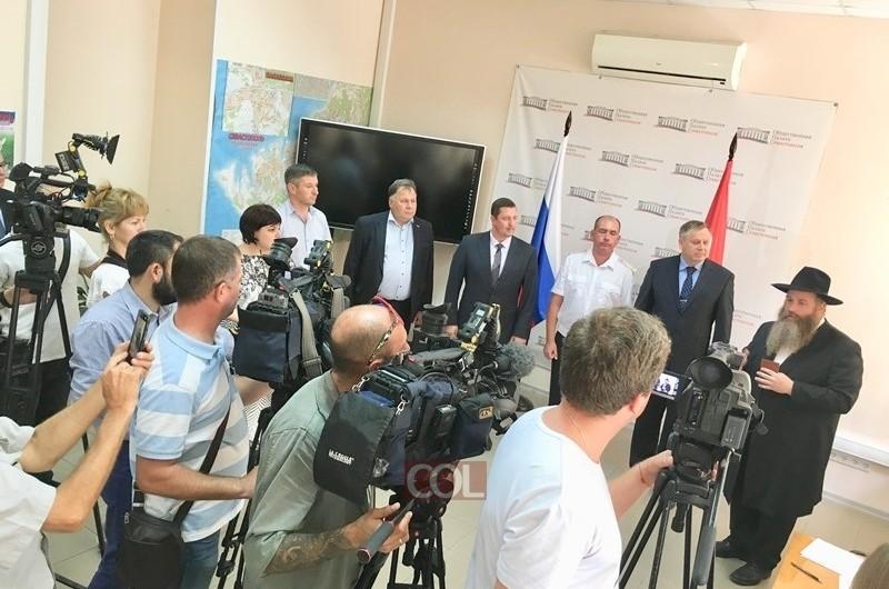 בנוכחות נציג הנשיא פוטין: השליח בסבסטופל קיבל אזרחות