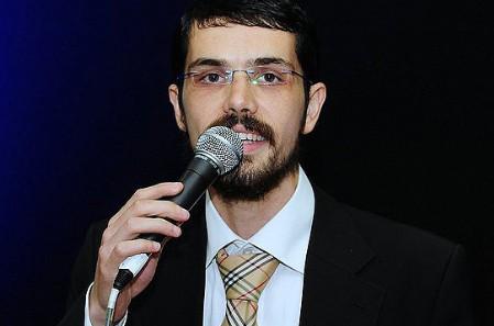 דוד סיטבון מגיש: ביצוע אקוסטי ל״לבחור נכון״ • האזינו