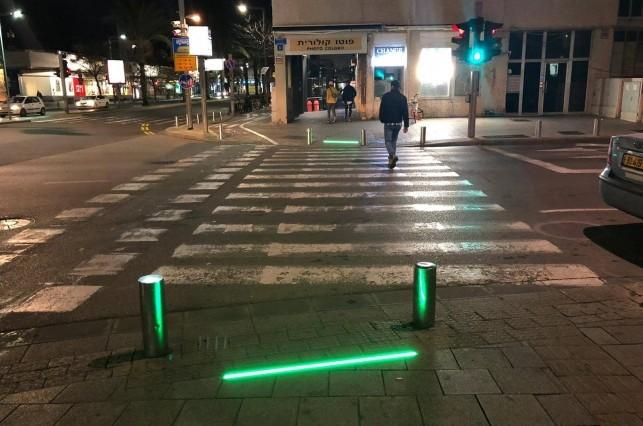 רעיון חיובי או שלילי: רמזור להולכי רגל בתל אביב - על הרצפה