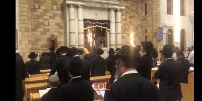 החזן ר' יענקל גלבשטיין בבית מנחם כפר חב
