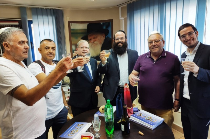 משפחת דייטש תפעל עם הקהילה הישראלית בסופיה