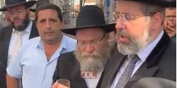 הרב הראשי לישראל הרב דוד לאו יחד עם הרב יוסף קרסיק, שנתן לראשונה את כשרותו על הייקב