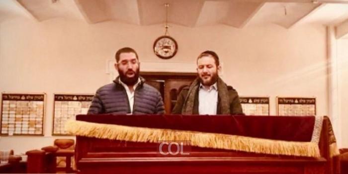 החזנים של בית הכנסת ברודצקי בקייב ר׳ יהודה מנדלסון ור׳ מנדי גרינפלד בחזרות מרגשות לקראת תפילת יום הכיפורים