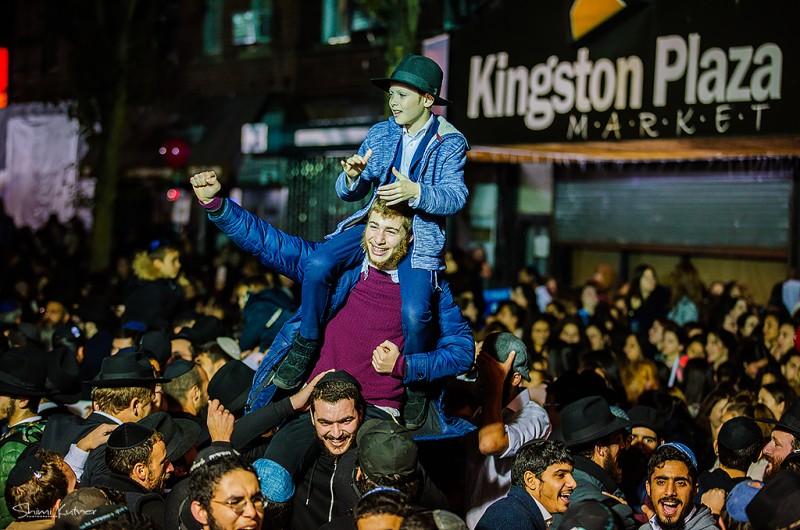 מקפצים עד מניין התהלים: צפו בריקודים האחרונים בקינגסטון