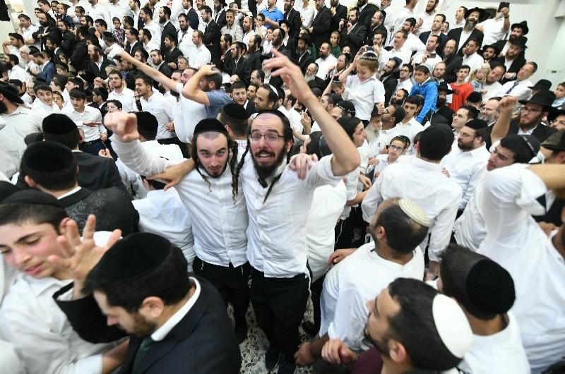 המשטרה מעריכה: כ-25,000 איש רקדו עם התורה בכפר