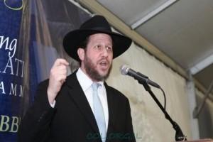 הנואם המרכזי ב'באנקעט' כינוס השלוחים: הרב יצחק שוחט