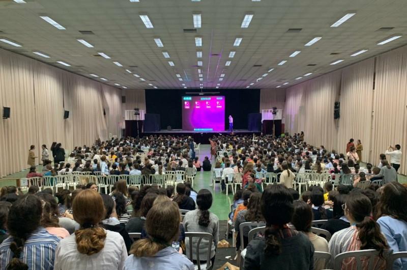 גאוות יחידה: מאות בנות קיבלו את השבות מחצרות קודשנו