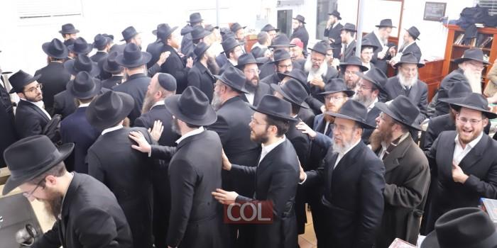 ריקוד השלוחים: מוצאי שבת 'כינוס השלוחים' בבית אוהל חב