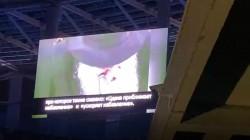 קטע וידאו מברכתו של הרבי לחתנים וכלות מוקרן באיצטדיון הענק בניזני, בחתונת בתם של השלוחים הרב שמעון ורעייתו יעל ברגמן