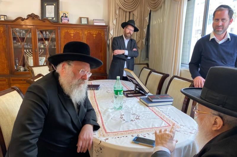 באיזה נושא ערך הרב לנדא התייעצות בבית הרב אליטוב?