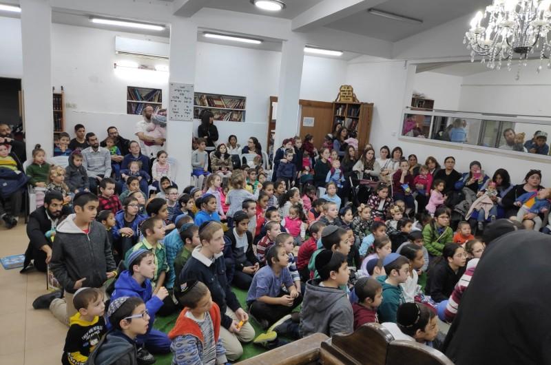 לוד: מאות מקהילת בית כנסת חב