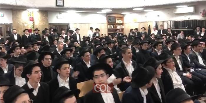 מפעים: מאות תלמידי הישיבה בלוד שרים ומנגנים במעמד חנוכת המקווה החדש. צפו