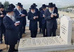 בני המשפחה עלו הבוקר לקברו של הרב מאיר צבי גרוזמן ע