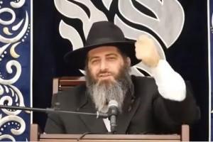 בדרכו להלוויה, לשליח אכפת שעוד יהודי בעולם יניח תפילין