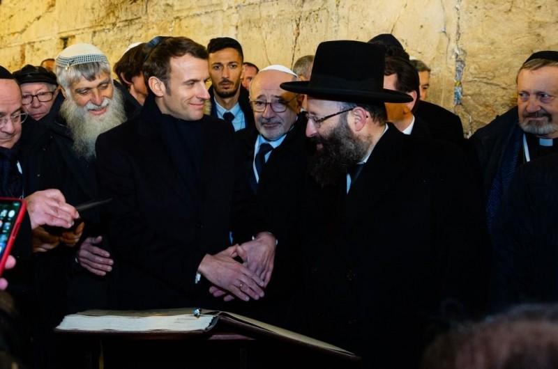 מקרון התפלל בכותל המערבי: ביקור ראשון של נשיא צרפתי