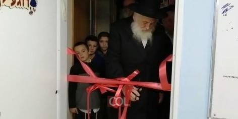 פתיחת המשחקייה של נחל'ה: הרב ירוסלבסקי גזר את 'הסרט האדום' I צפו